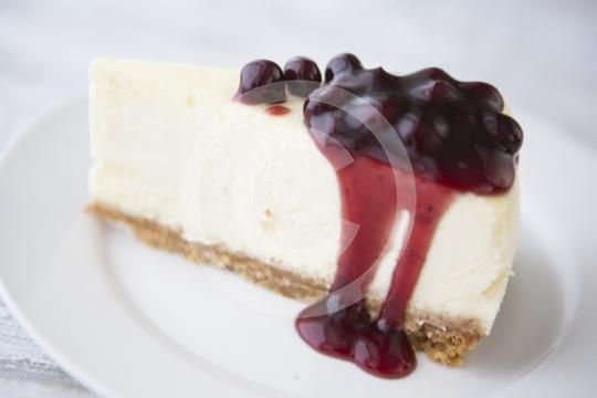 CheesecakeBlackberrySlice0097